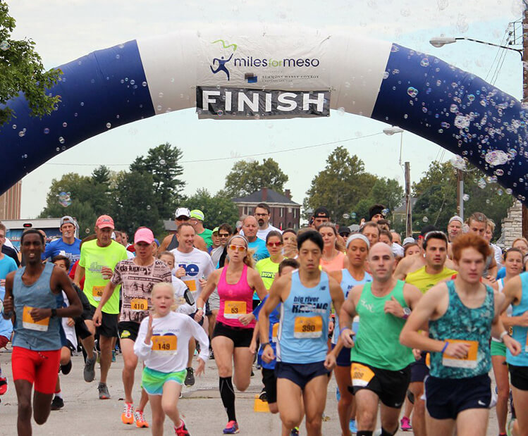 A crowd of runners at the 2020 Miles for Meso, presented by Simmons Hanly Conroy